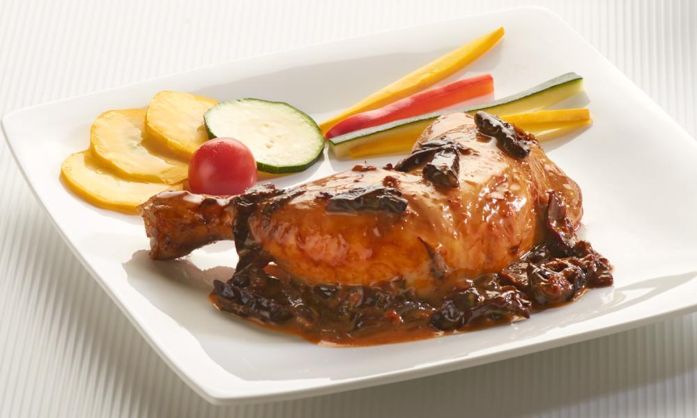 pollo-en-salsa-de-ciruelas