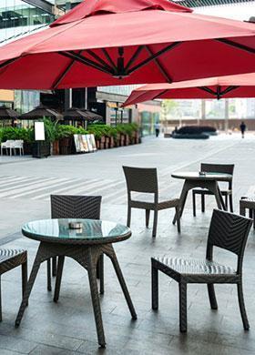 Mesas de restaurante al aire libre