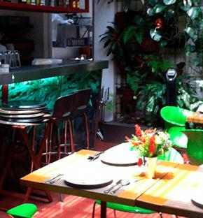 Chef Vicky Acosta en restaurante