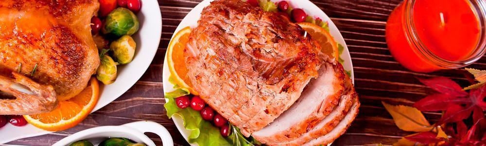 Carne con salsas sazonadoras