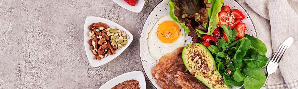 plato de comida balanceado saludable