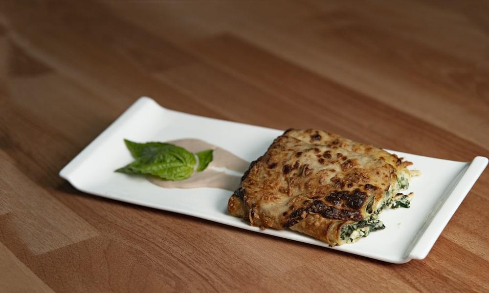 Canelones rellenos con salsa de atun